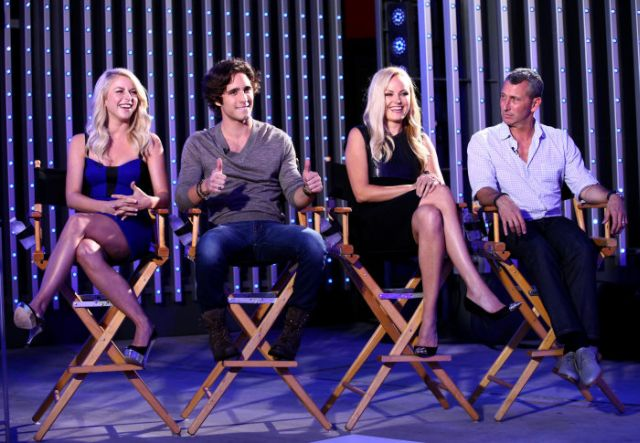 Julianne Hough, Diego Boneta, Malin Akerman y el director de Rock if Ages, Adam Shankman